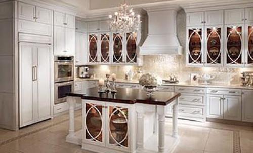 cocina en castaño lacada en color piedra.
