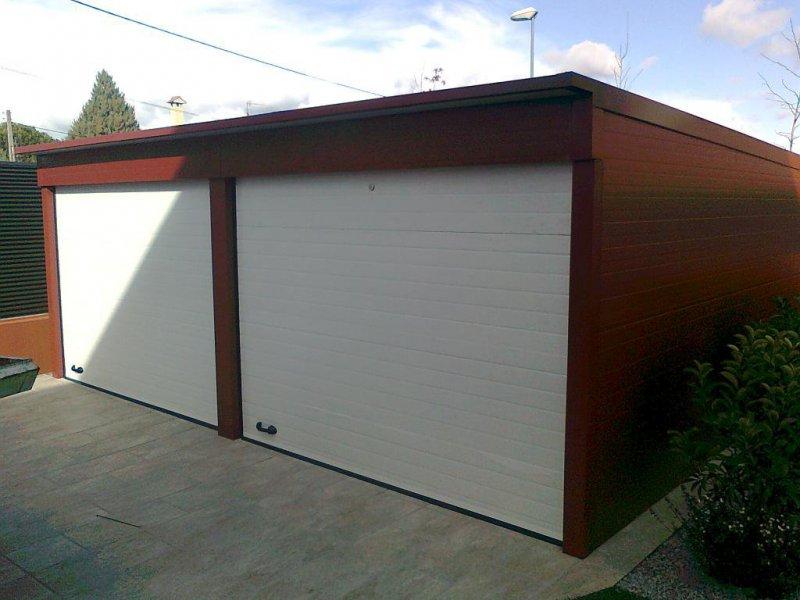 Garajes realizados en chapa sádnwhiches y puertas seccionales