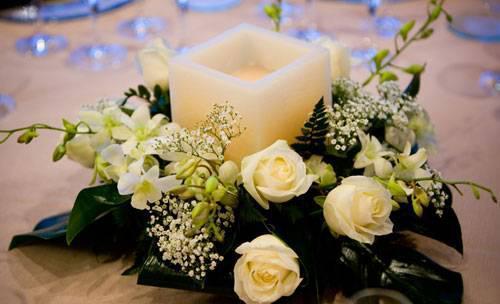 Detalle de centro de mesa con vela