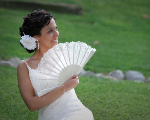La novia con un abanico