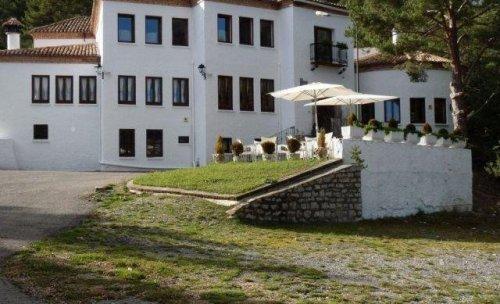 Fachada ski hotel Meson de la Nieve, Virgen de la Vega, Teruel