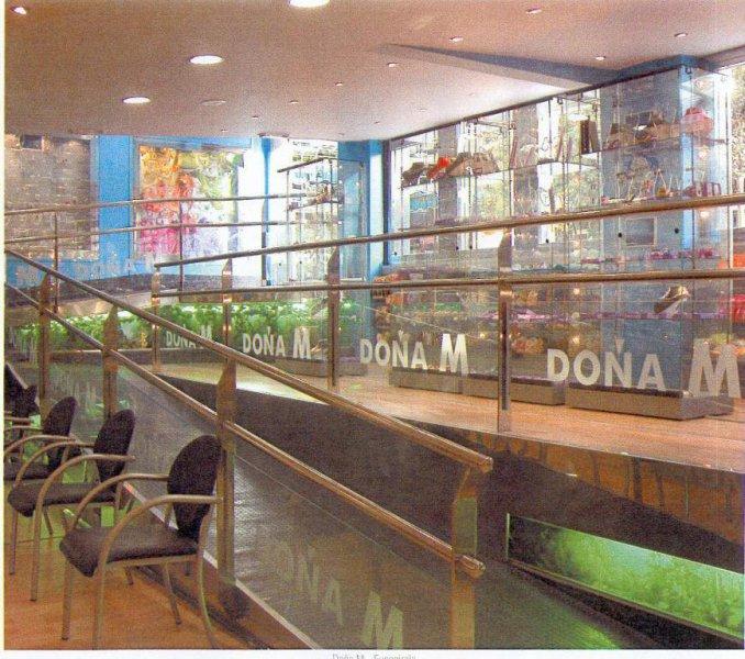 Proyecto de acondicionamiento local para tienda Bisutería y complementos. Vista de rampa de acceso.