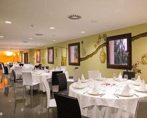 Restaurante con una bella decoración