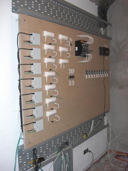 Cabecera con señales TDT, Satelite con 4 polaridades y CCTV
