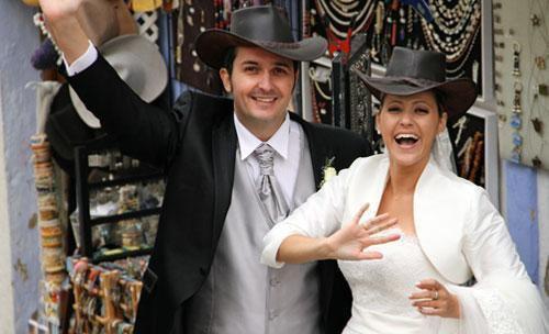 Novios con sombrero
