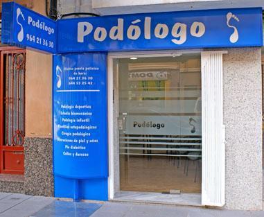 Acceso a la clínica en la Calle Joaquín Costa 22