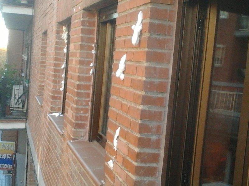 Aislamiento y sellado de fachada con espuma aislante inyectada TERVESPUM-65