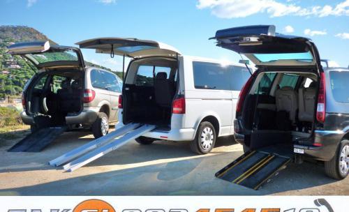 Taxis adaptados con acceso trasero, el usuario no deja su silla para acceder al taxi