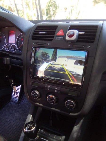 Montaje de equipo de audio con GPS y cámara trasera