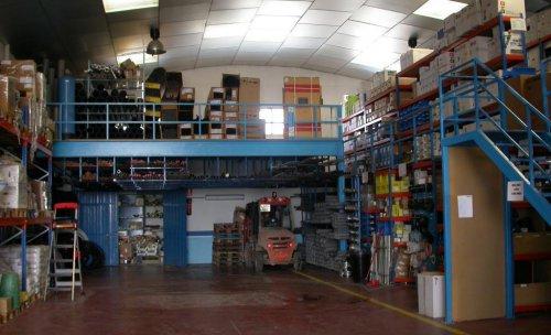 Almacen de venta de material de fontaneria, riego, descalcificadores, osmosis,...
