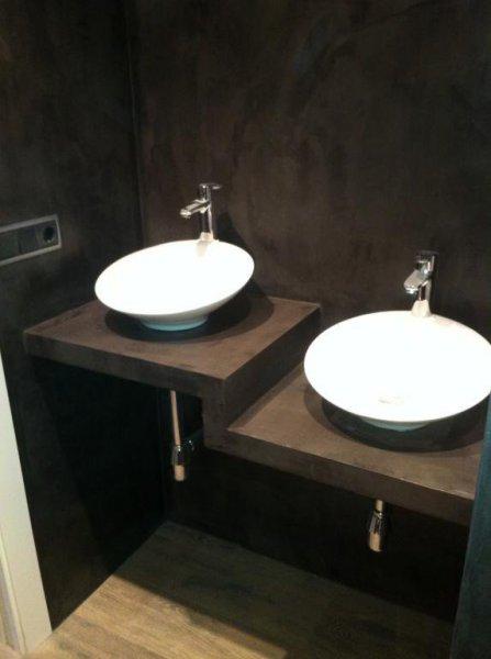 baño revestido con microcemento
