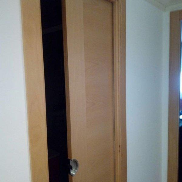 conversión de puerta normal a puerta corredera para baño