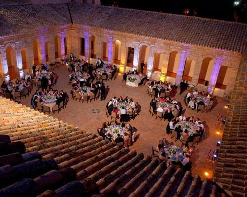 Celebracion de banquete al aire libre