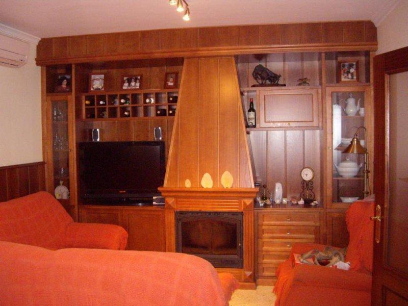 Mueble salón-comedor con chimenea en cerezo