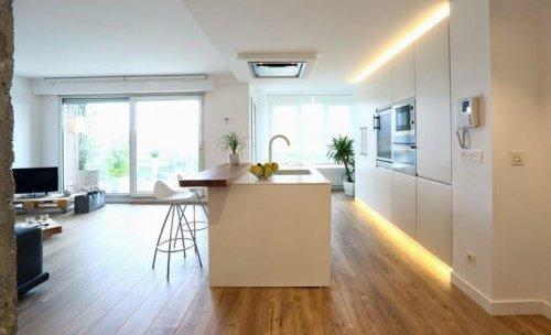 Iluminación con tiras de LED en cocina