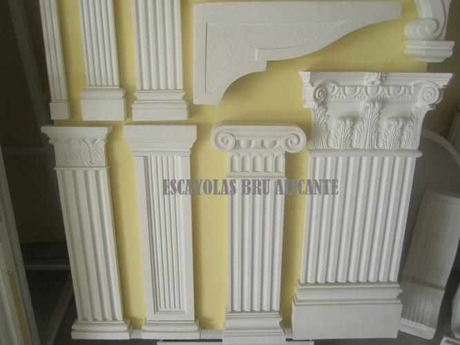 columnas de escayola en bajo relieve