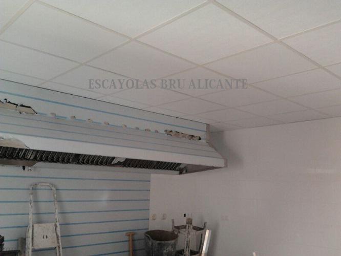 techo desmontable con placas de vinilo lavables, son las que se deben poner en cocinas de restaurantes