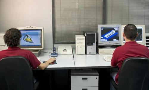 En nuestro departamento técnico, contamos con los más avanzados programas CAD-CAM que nos permiten desarrollar sus proyectos de forma rápida y eficaz.