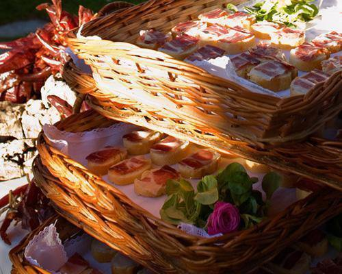 Restauración servida por el prestigioso catering araceli