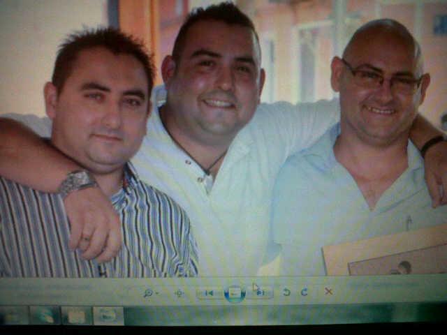 Miguel Angel, Francisco Javier y Juan Sebastian. Hnos, ``Oliva´´ 24 H a su servicio 365 dias al año.