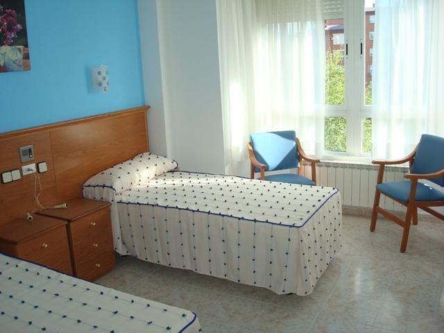 Habitación doble Residencia Geriatrica las Rosas 913130954