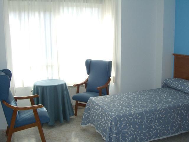 habitacion Residencia las Rosas 913130954