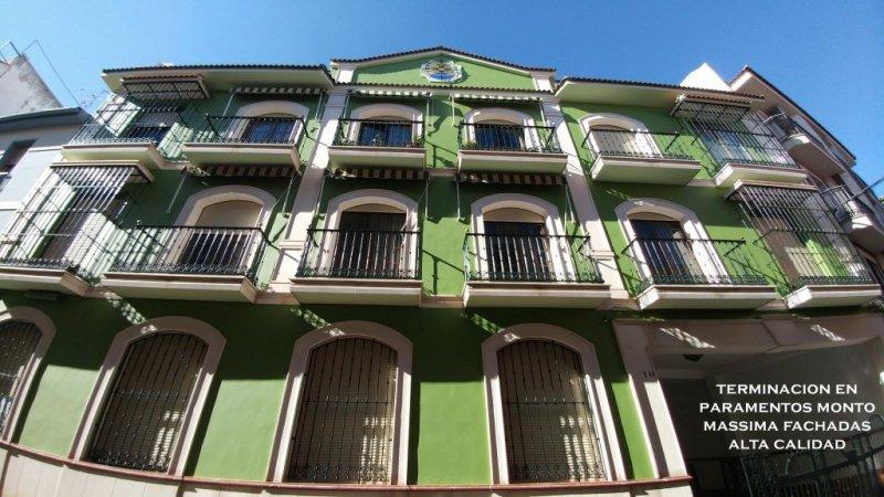 Terminacion de paramentos con pintura de alta calidad Monto Massima Fachadas y carpintería metálica Monto Ferrorite Liso.