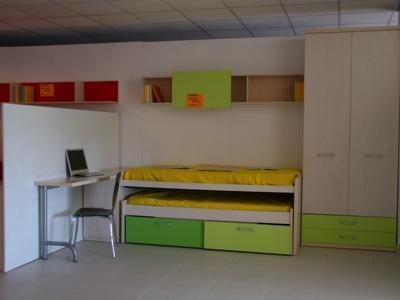 Composiciój juvenil armario, estanteria, compacto 2 camas 400€. escritorio opcional.