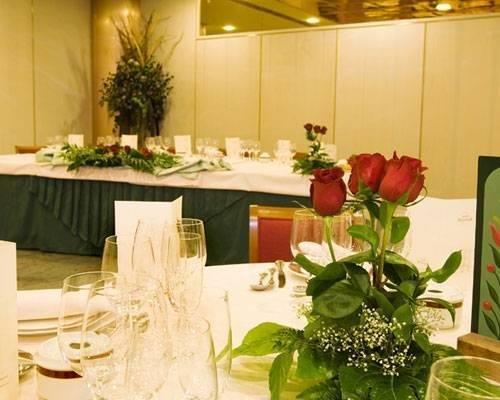 Las mejores atenciones y el servicio mas atento para vuestra boda.