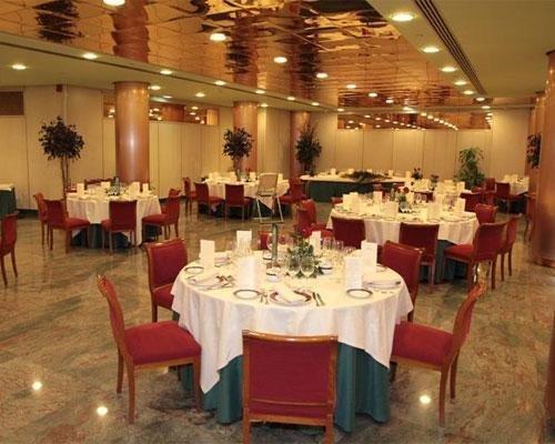 Salon montado para banquete
