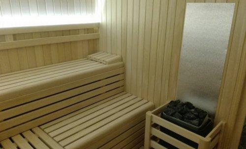 Sauna de interior en madera de abeto sueco