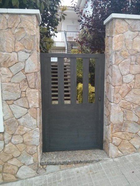 Puerta peatonal hierro