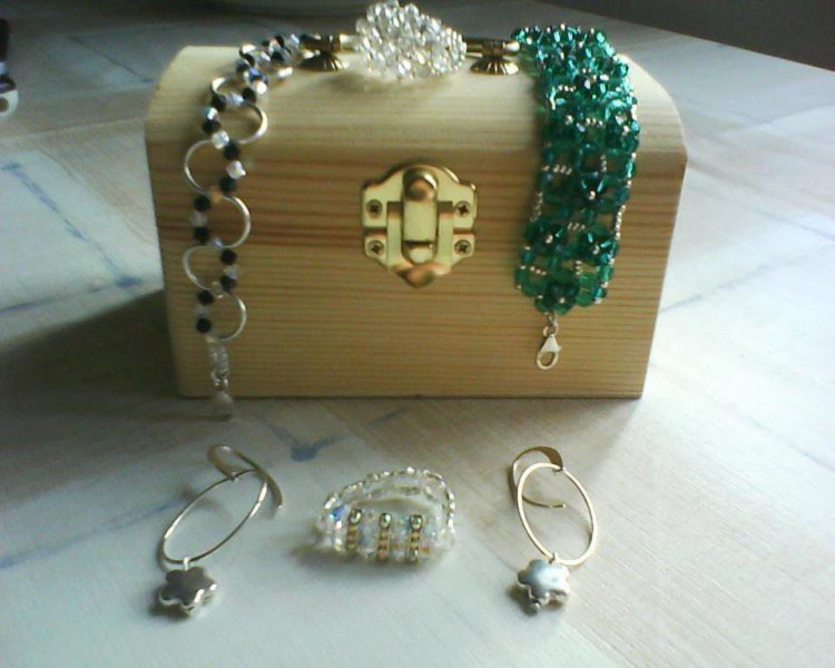 Pulseras, pendientes y anillos