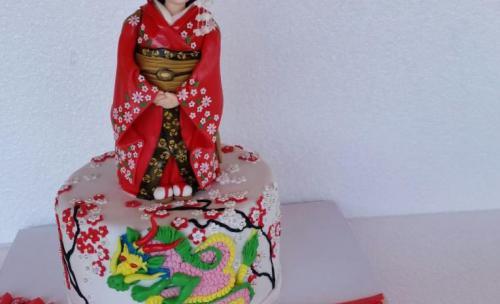 tarta nupcial en forma de Geisha