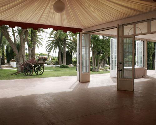 Salón climatizado y carpa en el jardín  totalmente equipados