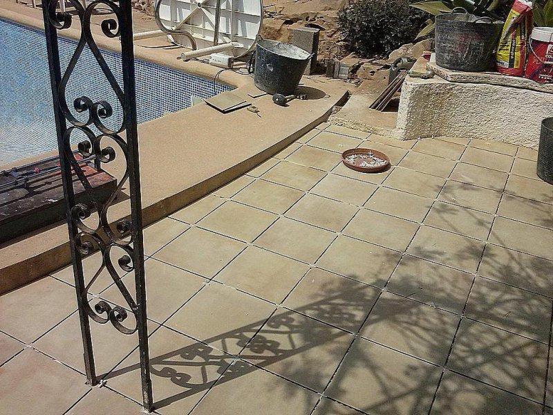 Cambio de suelo de terraza con piscina