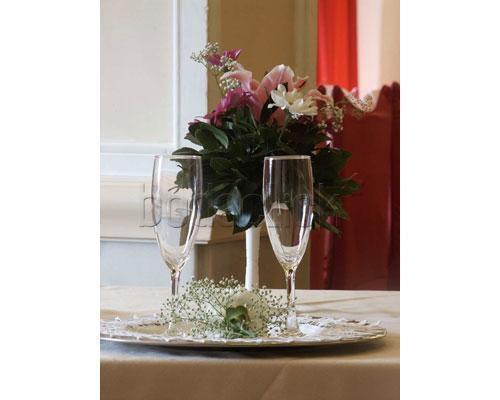Detalle de mesa con copas