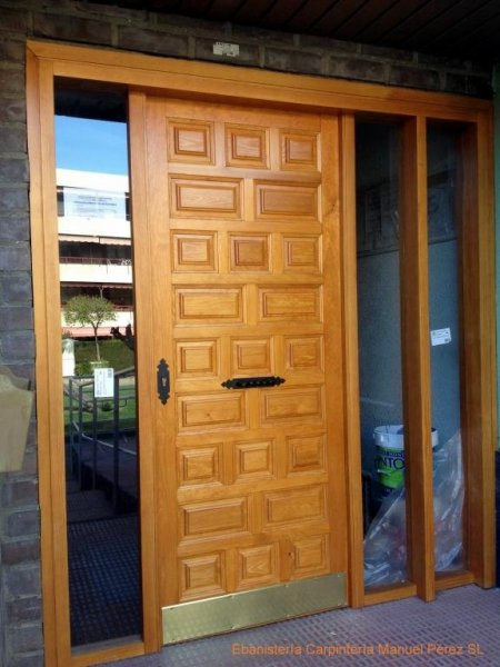 Puerta cancela para comunidad de vecinos ebanisteria carpinteria manuel perez zaragoza