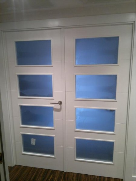 Puerta lacada doble acristalada de salon