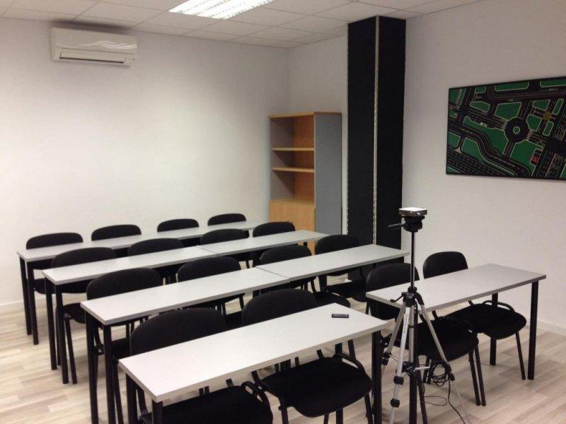 Aula de 30m2 para 20 alumnos