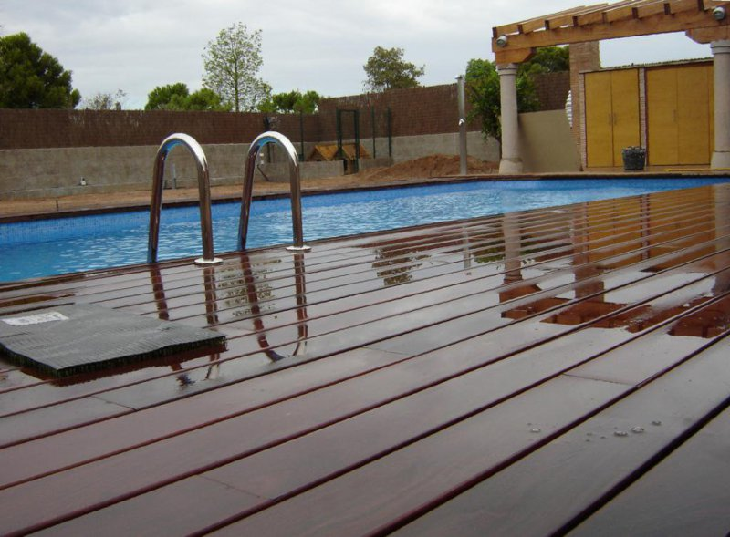 Tarima de madera I.P.E para piscina