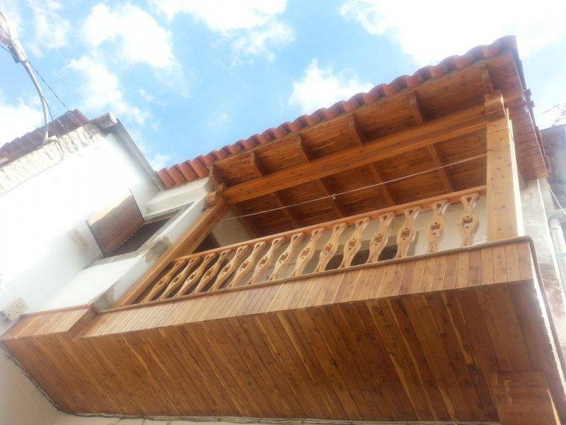 Diseño y fabricación de balcón en madera de sabina
