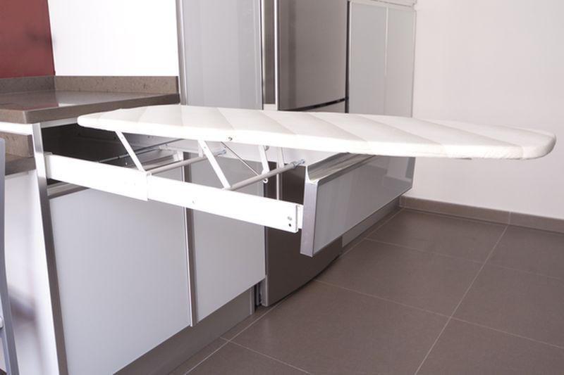 Tabla de planchar extraible para mueble de cocina