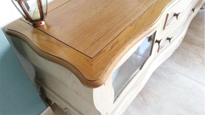Mueble de madera de roble