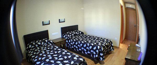 Dormitorio climatizado + Aseo completo + TV + WIFI