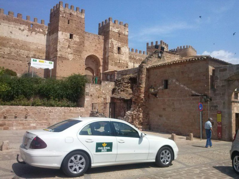 Tu taxi en Andújar, viaje cómodo y con seguridad de Mercedes Benz