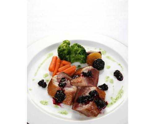 Especializado en cocina andaluza y platos cocinados con vinos de jerez