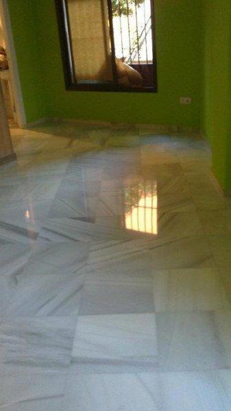 Pulido y cristalizado de suelo mármol blanco Macael