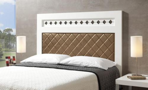 cabecero de cama clacado blanco frante tapizado a rombos