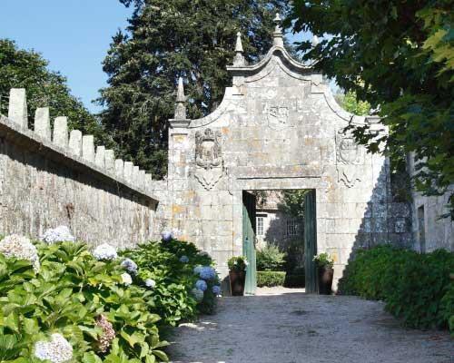 Declarado monumento historico y bien de interes cultural